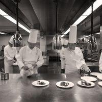 おもてなしを第一に考えた調理スタッフの心を集約した絶品料理をご堪能ください。