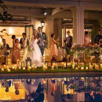 【バークリィー邸】 ナイトタイムのウェディングにはプールサイドにキャンドルをたくさん並べて まるで海外のパーティのようなお洒落な時間をお過ごしください