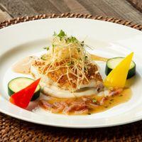 真鯛の煎餅焼き マグリットフュージョンを代表するお料理!桜海老香るスイートポン酢ソースでゲストの記憶に残るお料理を!