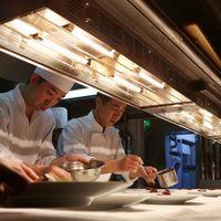 披露宴の裏では料理人達が心を込めて最高の一品をつくり上げています!