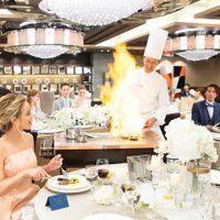 メイン料理をフランベで仕上げる演出は圧巻!