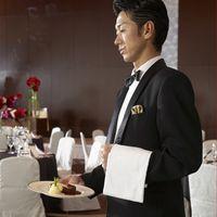 ご披露宴では、スタッフ皆が一流のサービスでお出迎え。