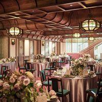 『レトロホール 招宴堂 かぐわ』ご利用人数20~160名様。日本の伝統と西洋文化の息吹を感じさせる絢爛豪華な会場。かぐわ限定の婚礼料理「文明開化コース」も人気。