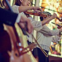 四重奏挙式は圧巻のスケール。重なる音色が美しく、今までの挙式にはないほどの感動であふれ、ゲストの胸にも強く刻まれます。