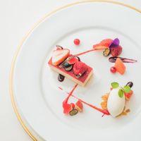 Dessert[プティポットにフロマージュブランのムースと赤い果実 ショコラのテリーヌ]