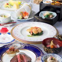 本格日本料理からスタートし満足いくまで楽しみ、そこからフランス料理が登場する という画期的で独創的なスタイルは、実際に体験した者にのみ至福の喜びを与える。
