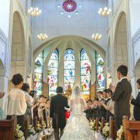 新婦様とお父様がバージンロードを入場される、その正面に「主の祈り」は刻まれています。