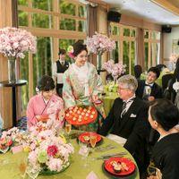 新郎新婦からの手毬寿司のラウンドサービス