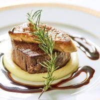 パーティでおもてなしする料理は会場常設キッチンよりお届けいたします。食のインターコンチネンタルと言われる評判の料理を堪能してください。