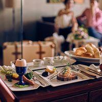 『VILLAS』に宿泊されたおふたりの朝は、おいしい朝食から。婚礼料理を担当するシェフが厳選した食材で丁寧に仕上げたお料理。洋食・和食が選べて年齢問わず楽しめる。