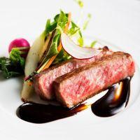 常に腕を磨き続け、世界で活躍しているシェフが考案したお料理を自信を持って提供します。