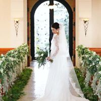 光の差し込む空間は花嫁の表情を柔らかく映してくれます。