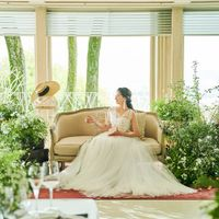 花嫁の美しさが際立つドレス姿を創りだす、細やかなフィッティングから挙式当日のドレスアップまでサポートいたします。