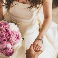 花嫁を引き立てるブーケは好きなカラーと香り、ヘアメイクとのトーンでアレンジするのも素敵♪美しくまとめてもらうためにじっくり相談して!