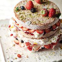専門のパティスリー『ボンボニエール』特製のウエディングケーキはお二人の夢がいっぱい詰まったケーキに仕上げます。