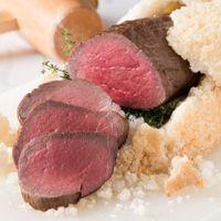 岩塩開きの演出としても人気!黒毛和牛フィレ肉の岩塩焼き