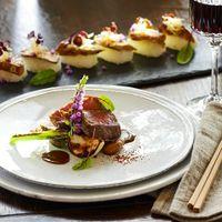 「フォアグラ寿司」「藤彩牛」は、四季の丘のグランシェフが贈る10万人以上を魅了してきたスぺシャリテ。