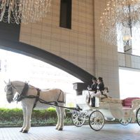 ゲストからのお見送りは 白馬の馬車で。