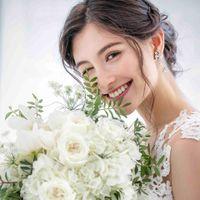 花嫁輝かせる純白のカラー