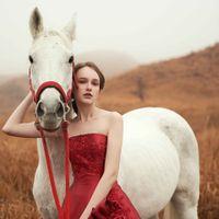 【新作ドレス】素材、シルエット、細部にまでこだわったディテール・・・