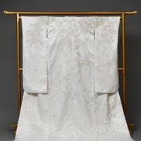 白無垢GS101 和婚ネット神楽坂店  和婚ネットは芝店 神楽坂店の二つのサロンで新郎新婦の衣装をそろえております