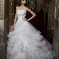 繊細で軽やかなチュールが花嫁を魅了する「クレア」。