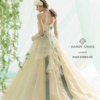 気品、上質感、正統派スタイルを追求する「ハーディー・エイミス」。日本女性の体型を美しく見せるシルエットも注目。