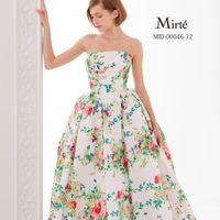 古代ギリシャ時代の花嫁がまとっていた純白の花「ミルテ」を、現代の女性に向けてデザインしたコレクション。