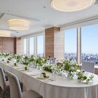 【スカイバンケット 6~30名様】ホテル最上階の眺望がご家族・ご親族の方との会食の時間をいっそう盛り上げます