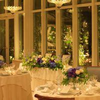 ガーデンがライトアップされるトワイライトウェディングも人気