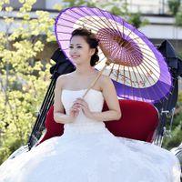 【人力車】 前撮りでの使用はもちろん、披露宴の入場でもご利用いただくことが出来ます。 和装でもドレスでも映える演出となります。