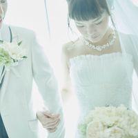 シンプルな美しいラインのドレスやタキシードも多数ご用意