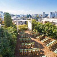恵比寿の閑静な住宅街に佇む自然の緑溢れるガーデンチャペル
