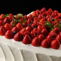 イチゴがいっぱいのハートケーキは、やっぱり一番人気♪♪