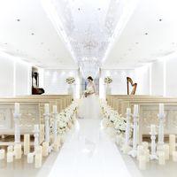 1000個のスワロフスキーが煌くクリスタルチャペルは花嫁をいっそう輝かせる。