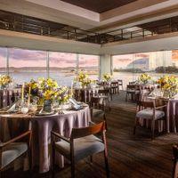 結婚という船出を祝福する『ボンボヤージュ』をコンセプトに停泊する船をイメージした<ベイ・キャッスル>