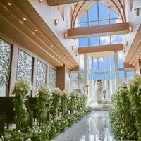 たくさんの光が差し込む祭壇で明るい未来に向かっての誓いを交わしませんか?
