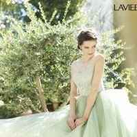 花嫁の憧れを叶える、運命の一着。キュートなものからエレガントなものまで。