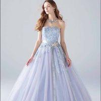上品なラベンダー色のドレス