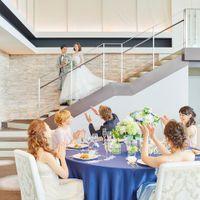 お色直し後は、憧れの『階段入場』 各パーティ会場に、それぞれの大階段を完備