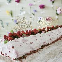 ご両家ご両親やお子様と大勢でケーキ入刀ができるロングロールケーキなら、会場が盛り上がること間違いなし。