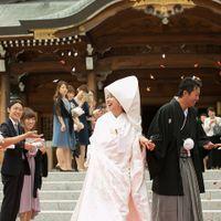 折鶴シャワーはゲストの皆さま一人ひとりからの祝福を肌で感じることができる演出の一つです!