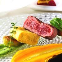 目の前に届けられた瞬間からワクワクするような鮮やかなお色味の料理の数々。