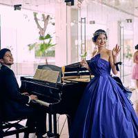 普段のファッションで着慣れた色合いの大人花嫁にも似合うカラードレス。