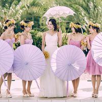 華やかさをプラスしてくれるブライズメイドと一緒なら、花嫁の緊張もほぐれるはず。