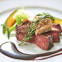 お肉料理は、ゲストお一人ずつご希望の焼き加減でご対応。お2人からの細やかなおもてなしが伝わる一皿。