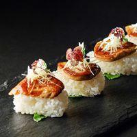 2万人をも魅了したフォアグラ寿司は四季の丘でも一番人気のメニュー