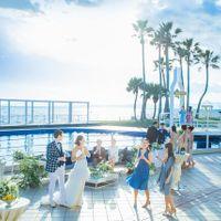 海に面した広大なプールサイドまで自由に演出して 特別感のあるウェディングパーティが実現する「オーシャン スイート」。