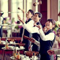 音楽と共にリズミカルにシーザーサラダを仕上げる華麗なパフォーマンスは、会場が盛り上がる人気演出のひとつ。