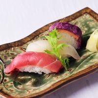 地元の食材や旬の食材を使った一品も 〔和洋折衷¥18,000コース〕